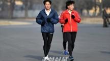 〈전도유망한 조선의 체육인들 9〉정신력 발휘하여 세계무대에서 금메달을/조은옥・녀자마라손