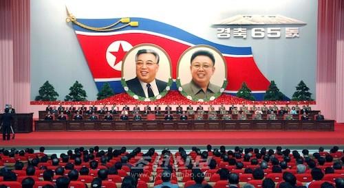 조선민주주의인민공화국창건 65돐경축 중앙보고대회가 8일 평양의 4.25문화회관에서 진행되였다.(조선중앙통신)