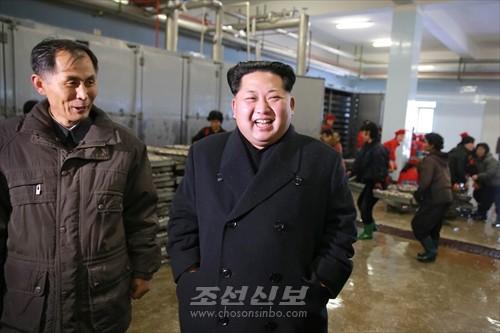 김정은원수님께서 사회주의바다향기 차넘치는 조선인민군 제313군부대관하 8월25일수산사업소를 현지지도하시였다.(조선중앙통신)